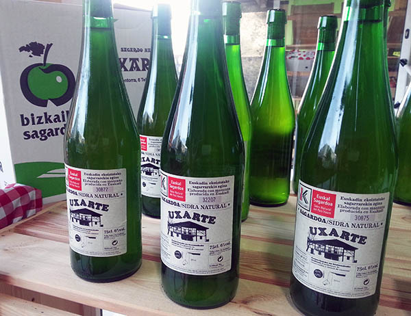 Sidra Uxarte botellas Eusko Label