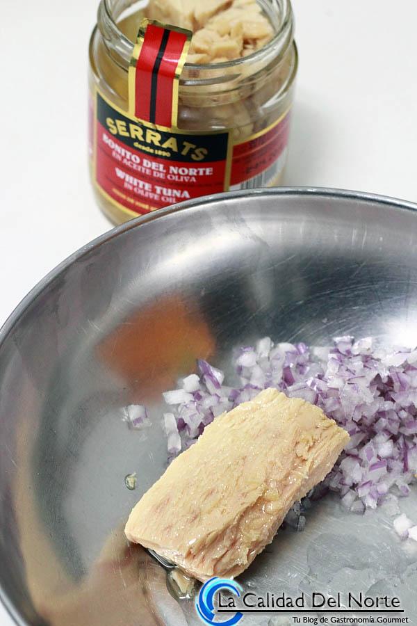 Receta de tostas con bonito del norte y salsa rosa