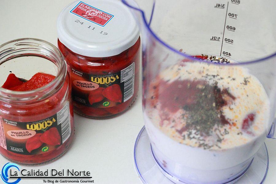Pasta con almejas gambas y salsa de piquillo